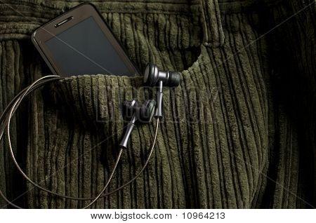 MP3-Player und Handy In eine Jeans-Tasche