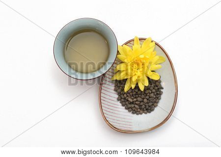 Ginseng  twisted tea leaves with yellow flower