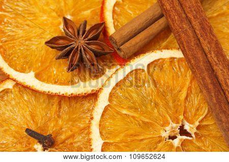 Dry slices of orange with cinnamon sticks