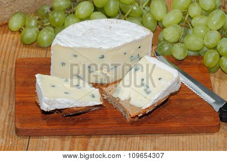Blue Cheese, Bread, Grapes