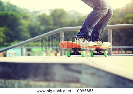 skatebobarding legs