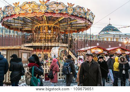 Tourists And Townspeople At A Christmas Sale At The Red Square