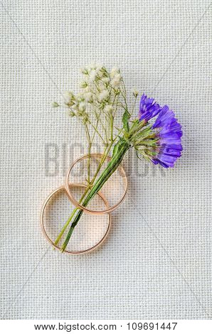 wedding  rings and flower