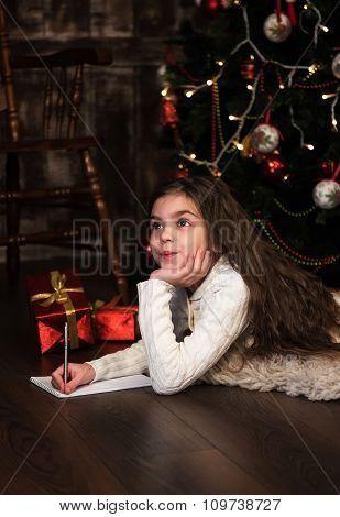 Girl Writes Letter To Santa