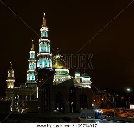 Moscow mosque photographed at night