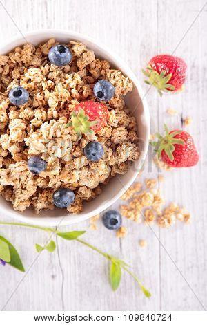 muesli and berry fruit