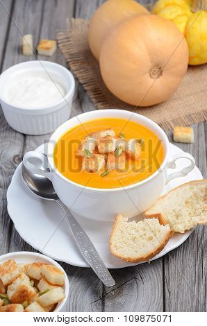 Pumpkin soup with pumpkin seeds and croutons