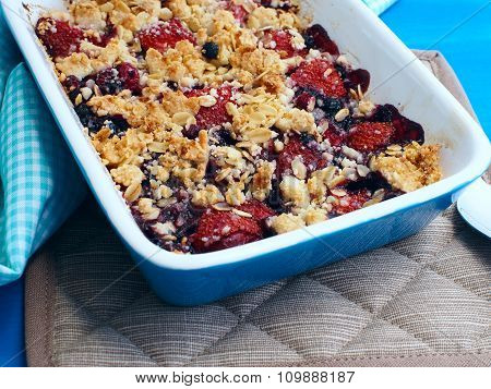 Crumble with strawberries