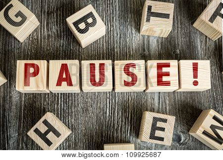 Wooden Blocks with the text: Pause!