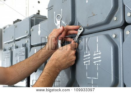 Electrical repair, switching current.