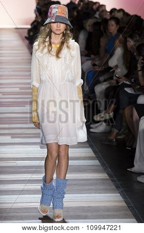 Bcbg Max Azria - Spring 2016 Collection