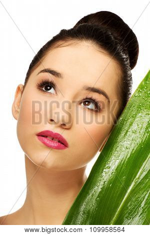 Beautiful spa woman with green leaf.