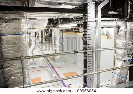 Temperature control room of large building