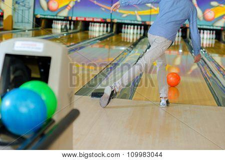 Man ten pin bowling