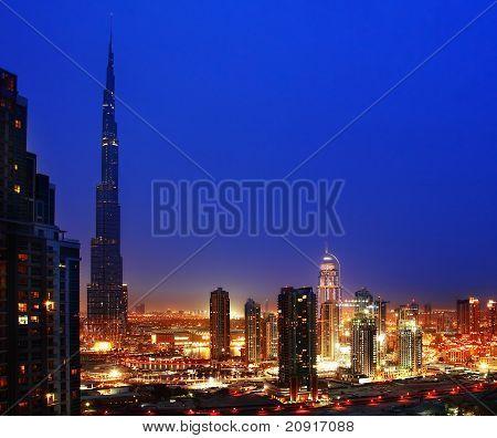 Dubai, centro da cidade à noite