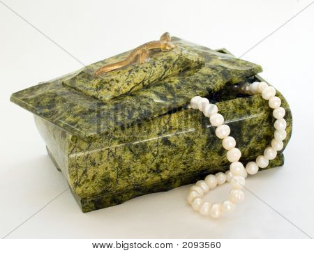 Green Box Wiht Pearl Necklace