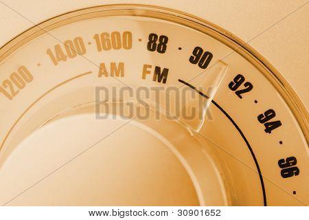 Nahaufnahme der Retrostil Radio Tuner wählen. Sepia getönt