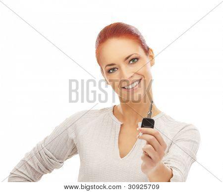 Jovem mulher atraente com a chave