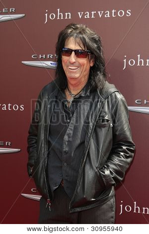 LOS ANGELES - 11 de MAR: Alice Cooper llega a los 9 John Varvatos Stuart House beneficio anual en