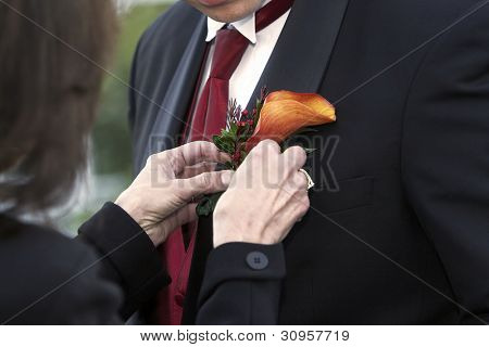 Grooms nice boutonniere