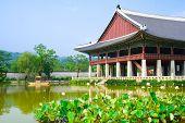 Постер, плакат: Дворец императора в Сеуле Озеро и лодка