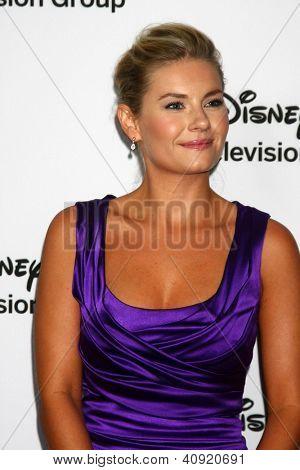 LOS ANGELES - Today: Elisha Cuthbert beachtet die ABC TCA Winter 2013-Party im Langham Huntington H