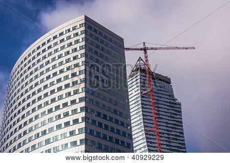 Edificios modernos de oficinas en el centro de Varsovia