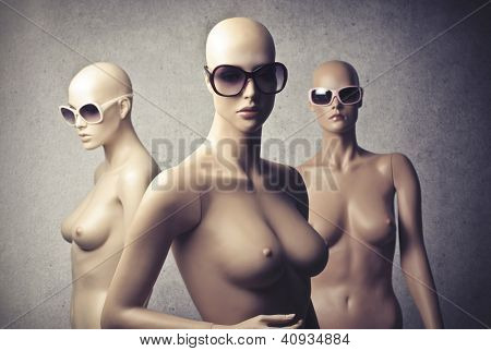 Three female dummy with sunglasses