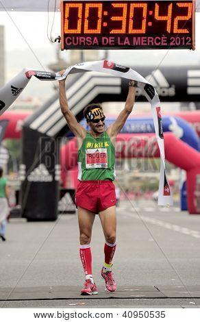 BARCELONA - SEPT, 16: Athlete Roger Roca wins La Cursa de la Merce, a popular race in Montjuich Mountain on September 16, 2012 in Barcelona, Spain
