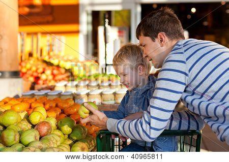 Familie op de markt