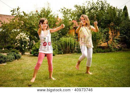 Infância feliz - dança das crianças