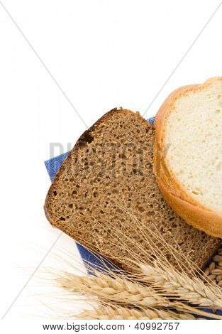 sliced bread and ears of wheat isolated on white background