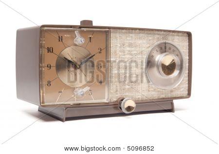 Vintage Radio reloj aislado