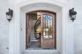 foto of front door  - Entry and door with arch and balcony - JPG