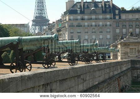 Cannons on the Seine