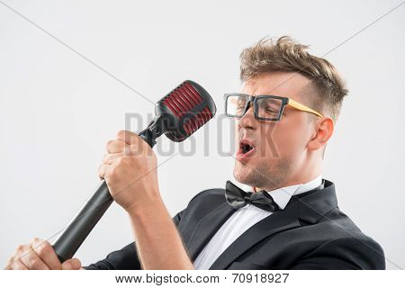 Mc singing in microphone