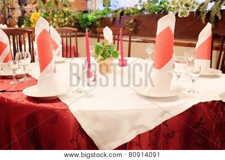 served table in a restaurant