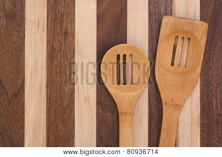 Spoons ands cutting board