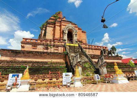 wat chedi luang temple at chiang mai thailand