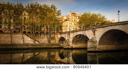 Early Summer Morning On Ile Saint Louis And Pont Marie - Paris