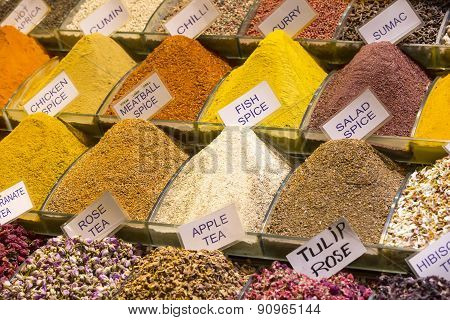 teas and spices in the market