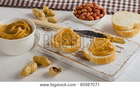 Toast With Peanut Butter  And Peanuts