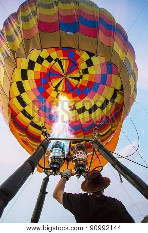 CHIANG MAI, THAILAND - DECEMBER 6, 2014: Staff setting balloon before releasing to the sky at Thailand International Balloon Festival in Chiang Mai on December 6, 2014 in Chiang Mai, Thailand