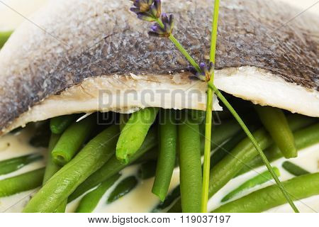 Baked fish fillet with boiled french beans.