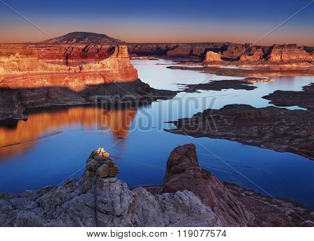 Alstrom Point at sunset, Lake Powell, Utah, USA