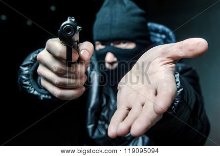 Robber with an aming gun