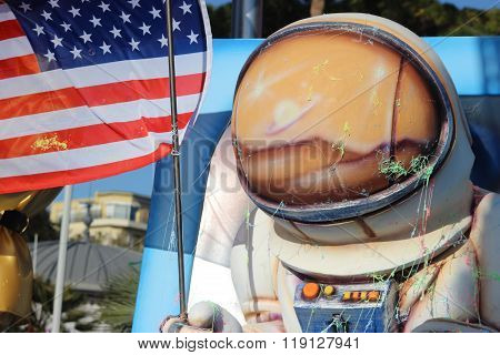 American Astronaut With American Flag - Carnival Of Nice 2016