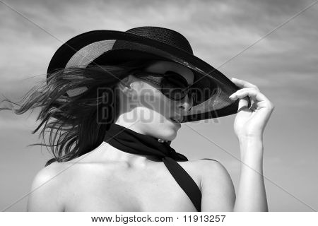 Sexy fashion model wearing hat and sunglasses