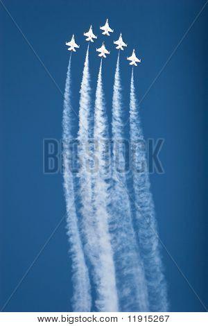 F16 thunderbirds at the airshow
