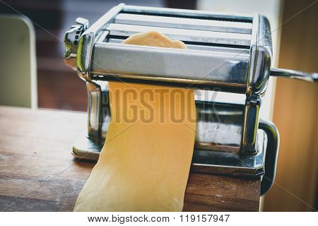 Metal Machine For Making Pasta And Fresh Dough For Lasagna